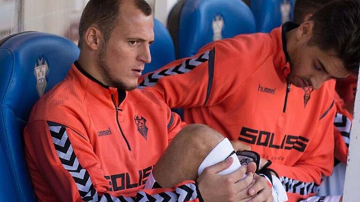 """""""Ображають, бо погано знають його"""": Зозуля зацікавив Валенсію, але неспортивні чинники ускладнюють сенсаційний трансфер"""
