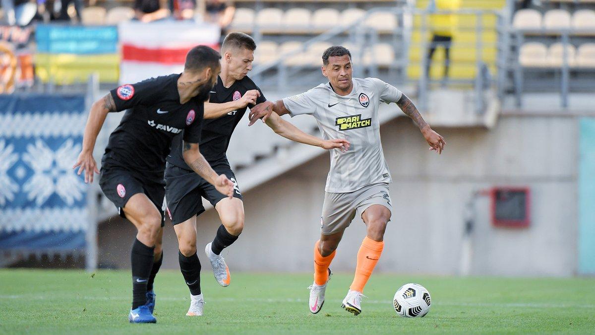 Зоря розписала нічию з Шахтарем у матчі з чотирма голами та суперечливим пенальті