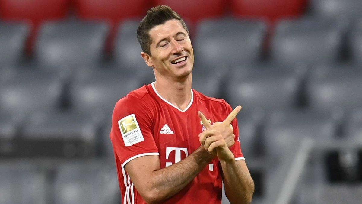 Лєвандовскі –перший гравець в історії Бундесліги, який забив у 10 матчах поспіль одному і тому ж супернику