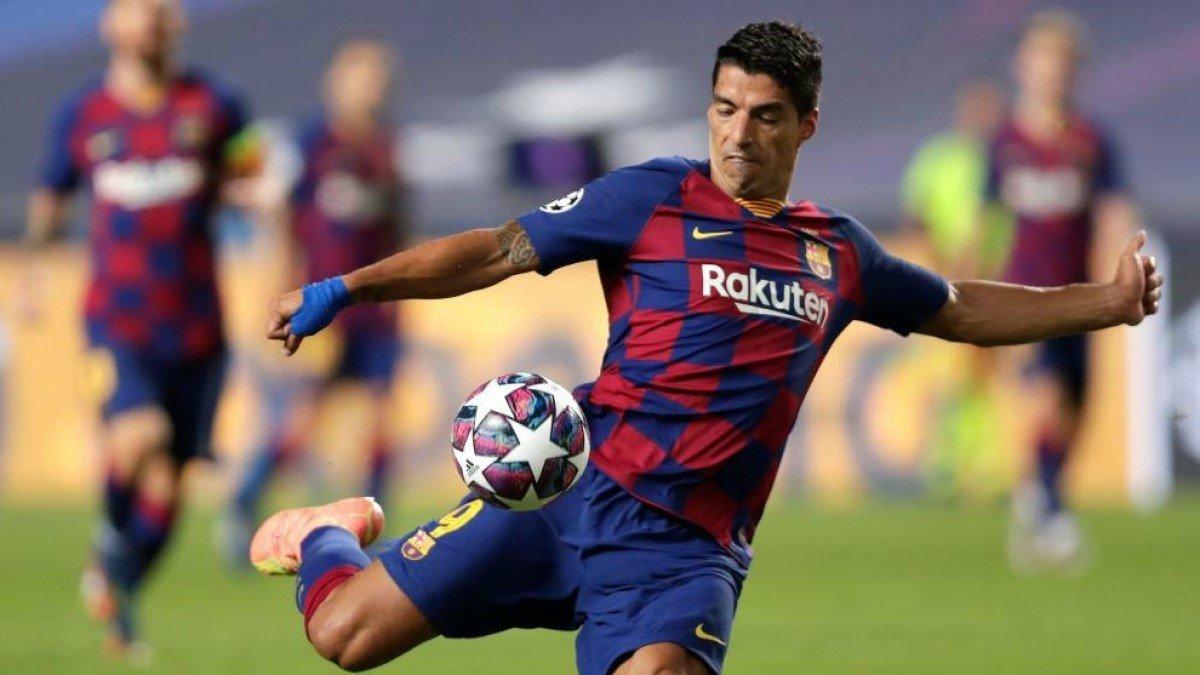 Суарес попрощався з гравцями Барселони – форвард покидав клубну базу у сльозах