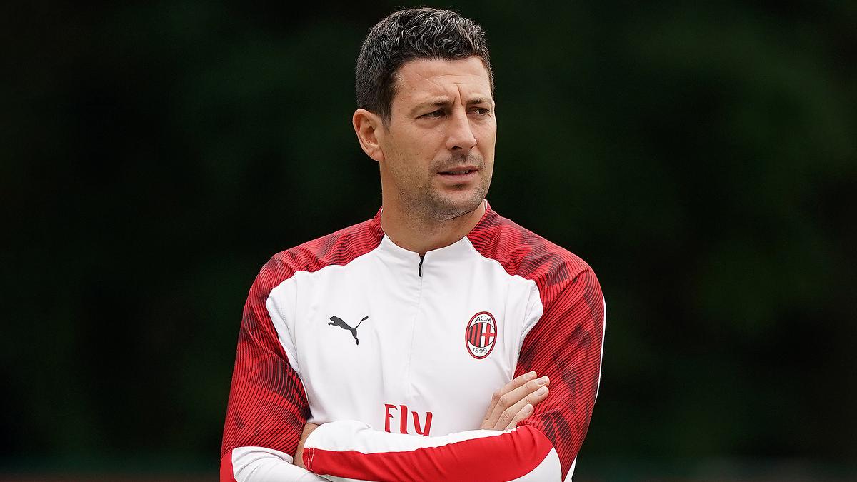 Милан продолжает страдать от COVID-19 – положительный тест сдал тренер