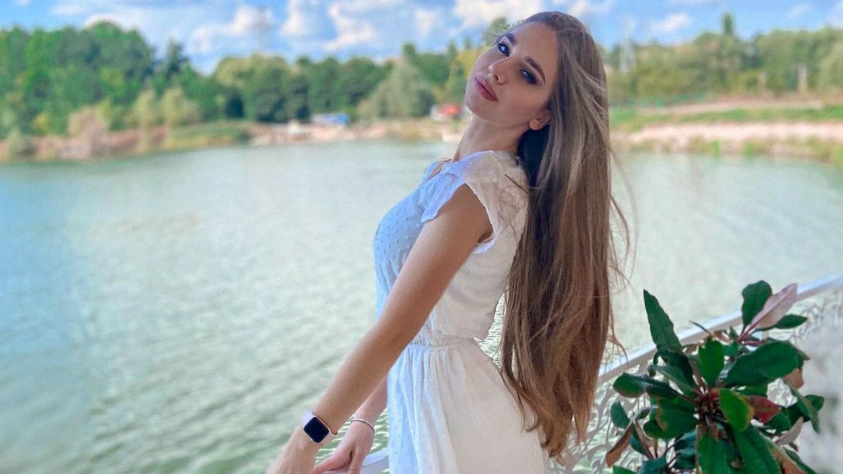 Дівчина дня – кохана дебютанта Динамо і збірної України, який переїхав до своєї обраниці після досягнення повноліття