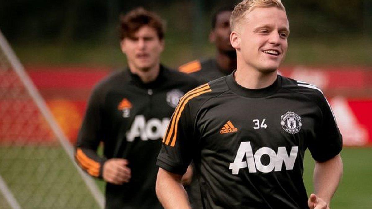 Манчестер Юнайтед недоволен формой ван де Беека – хавбек будет тренироваться по программе Роналду