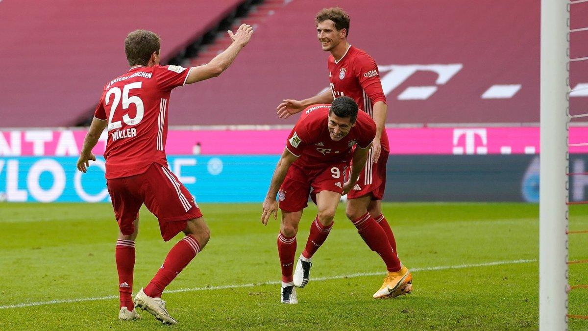 Лєвандовскі хет-триком побив два вічні рекорди, Сане повторив Роббена – відеоогляд матчу Баварія – Айнтрахт