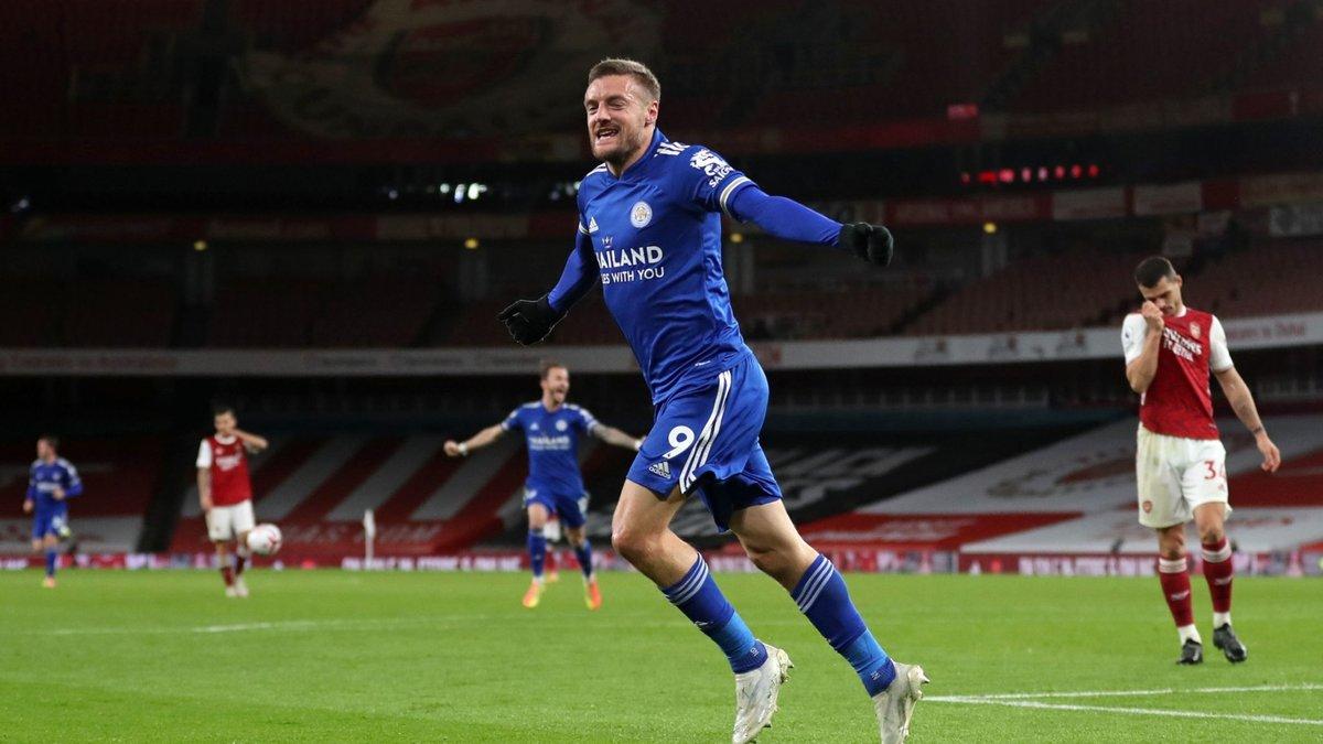 Лестер одержал историческую победу над Арсеналом, Саутгемптон нанёс Эвертону первое поражение в сезоне