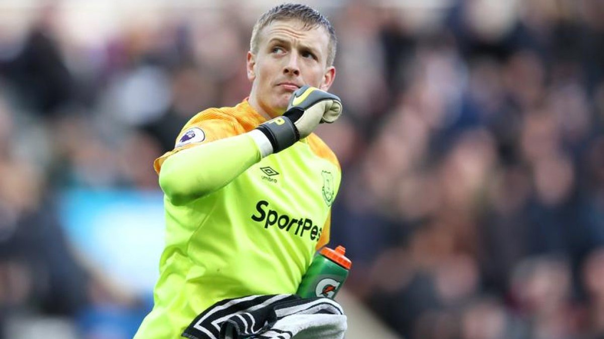 Пікфорд найняв охоронців через погрози фанатів Ліверпуля – голкіпер травмував ван Дейка