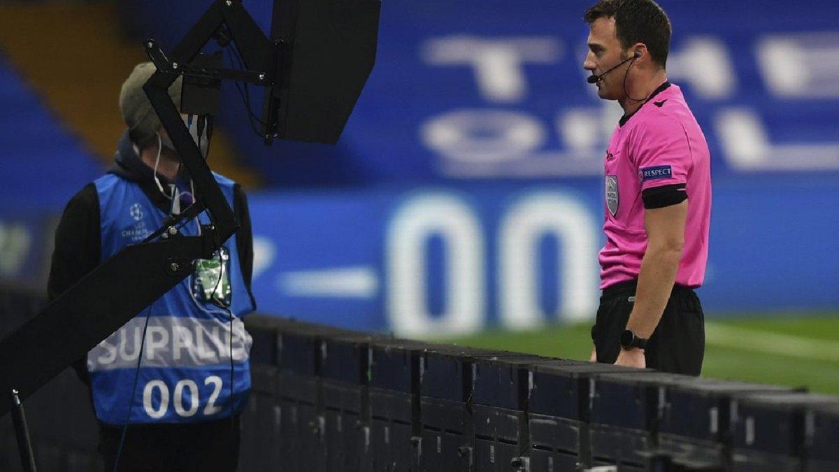 УЄФА закликав ФІФА переглянути правило гри рукою і не карати за випадкове влучання