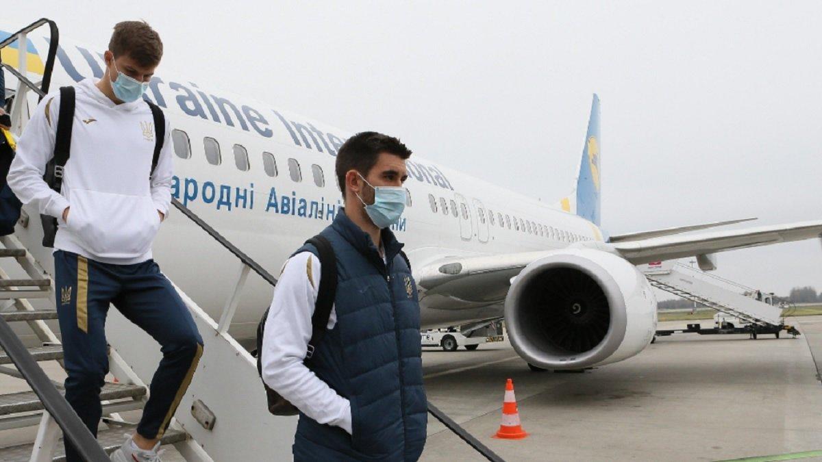 Сборная Украины прибыла в Польшу – Шевченко ждали два персональные фанаты