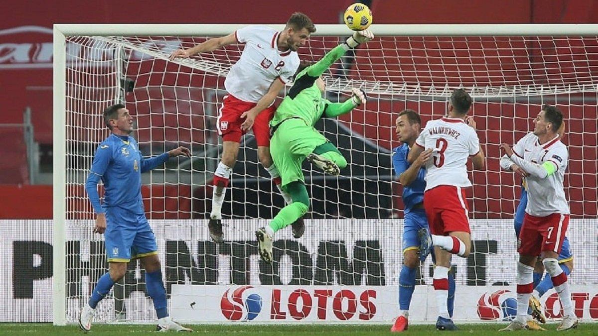 Демьяненко нашел два объяснения для результативного фейла Лунина в матче против Польши