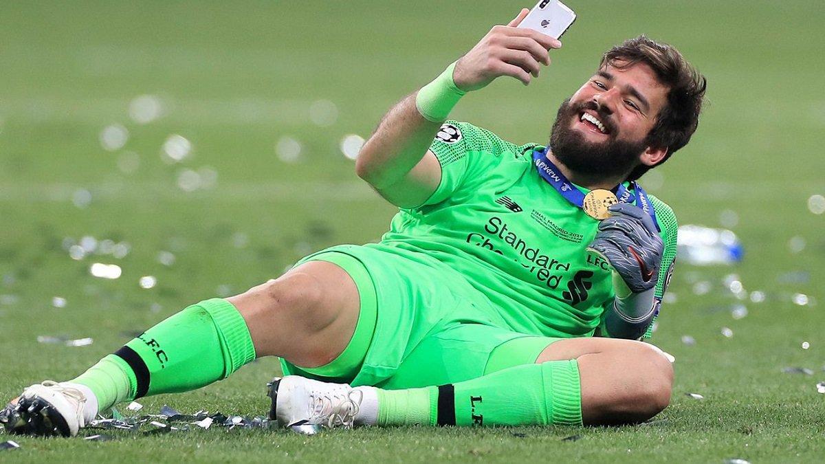 Алиссон признался, где хотел бы продолжить карьеру после ухода из Ливерпуля
