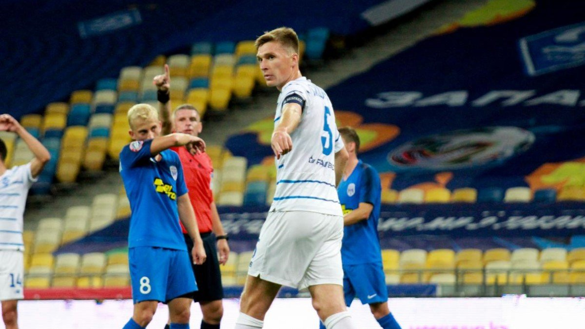 Сидорчук трогательно встретился со своими детьми – капитан Динамо одолел коронавирус накануне матча с Барселоной
