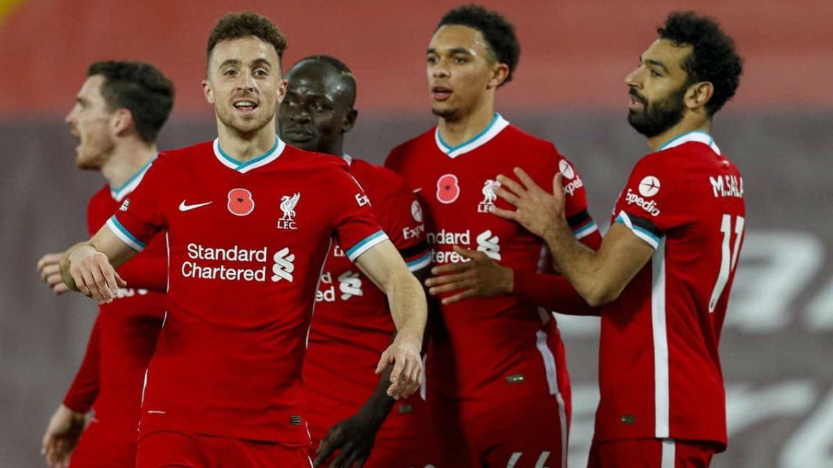 АПЛ дозволила 10 клубам повернути вболівальників на трибуни – Манчестер Юнайтед та Манчестер Сіті гратимуть без глядачів