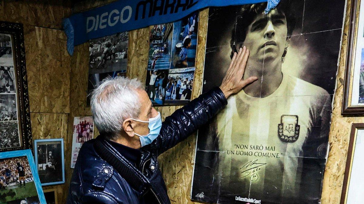 """""""Мені погрожують смертю"""": працівник похоронного бюро перепросив за фото з тілом Марадони"""