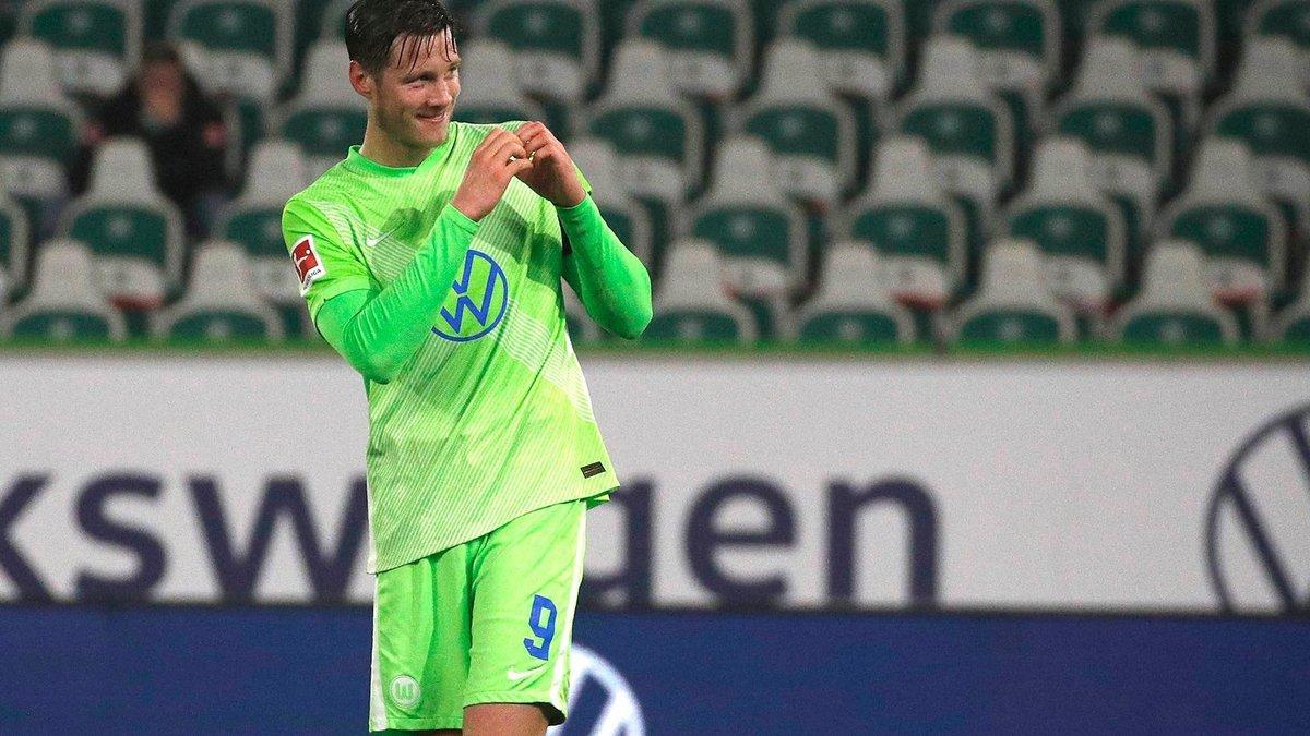 Вольфсбург в сумасшедшем матче перестрелял Вердер и остался непобедимым в Бундеслиге