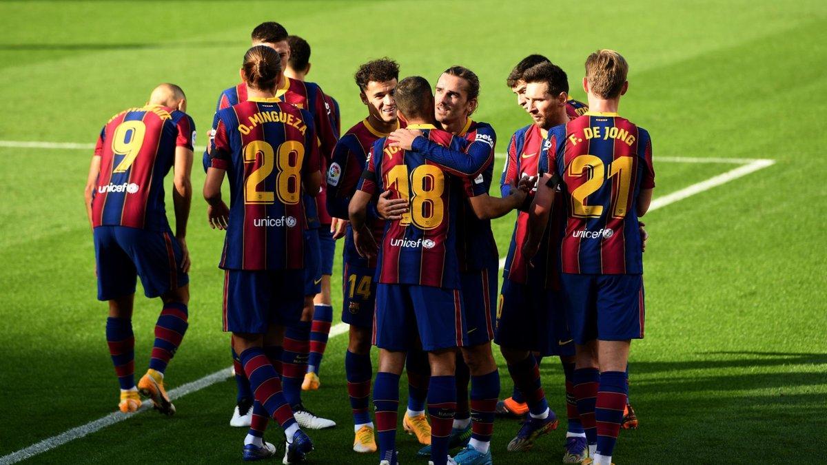 Барселона разгромила Осасуну, Реал Сосьедад споткнулся в матче с Вильярреалом, но сохранил лидерство