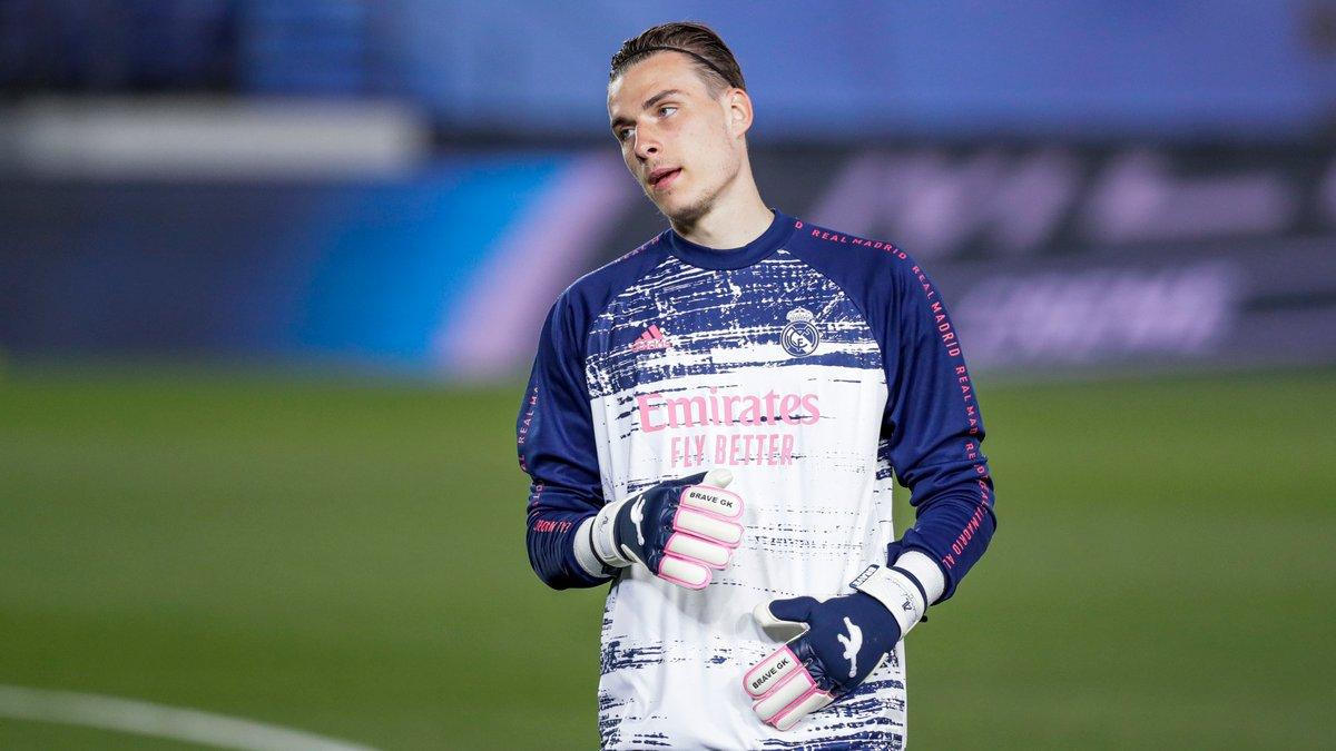 Лунин похвастался сейвами на тренировке Реала – видео эффектных прыжков украинца