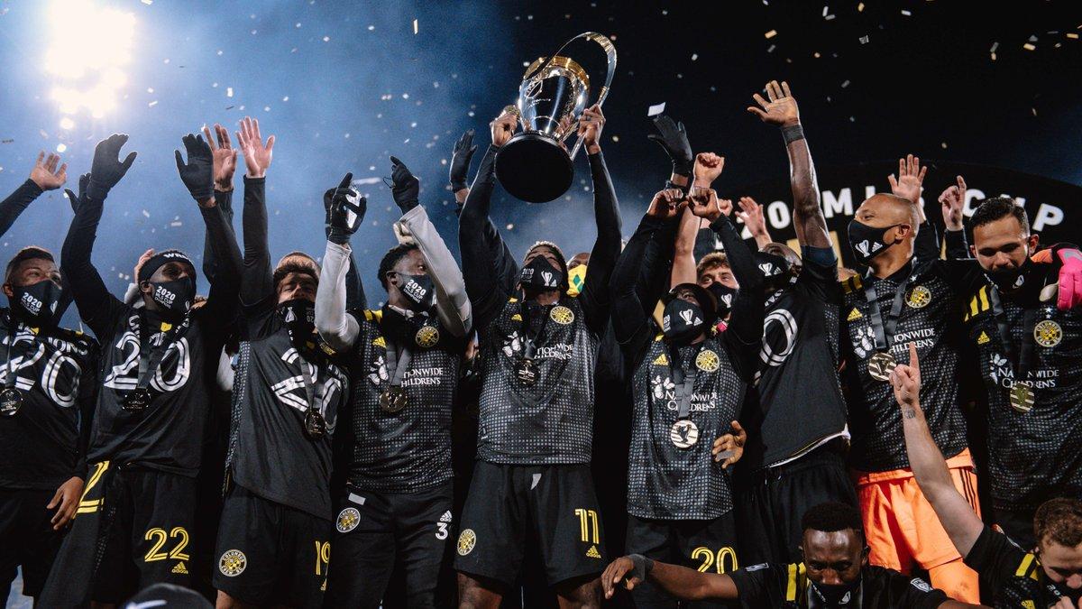 Команда екс-динамівця здобула розгромну перемогу у фіналі МЛС – колишній володар трофею склав повноваження