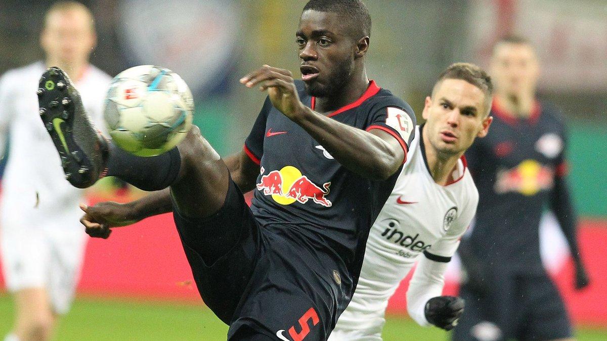 Бавария опередила Манчестер Юнайтед в борьбе за Упамекано
