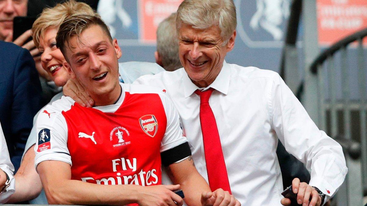 """""""Він був як батько"""": Озіл відзначив важливість Венгера для Арсенала"""