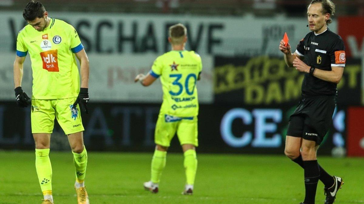 """""""Якби у нас було 11 гравців ми могли б виграти з різницею в 10 голів"""": захисник Гента оцінив наслідки вилучення Яремчука"""