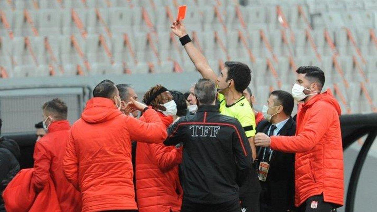 Партнер Рыбаки получил красную карточку из-за смартфона – курьезное удаление в чемпионате Турции