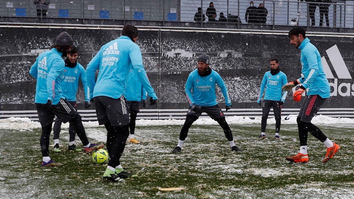 Реал с 4-часовым опозданием прибыл на матч Ла Лиги – погода внесла  коррективы в планы Лунина и Ко - Футбол 24
