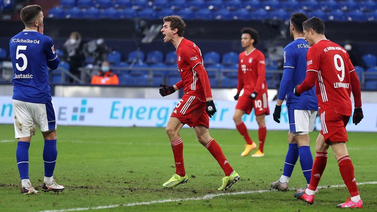 Бавария растоптала Шальке и закрепилась на вершине Бундеслиги, Хоффенхайм уничтожил Кельн в матче с тремя пенальти