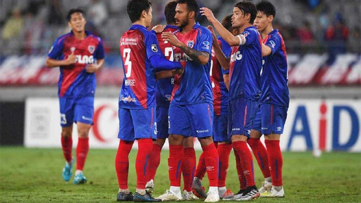 Південнокорейський воротар епічно зганьбився у спробі повторити трюк Трубіна – відео курйозного гола