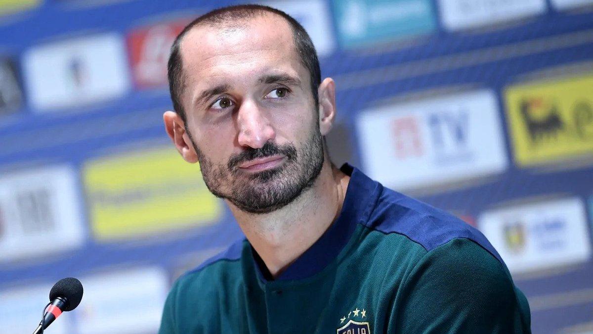 Кьеллини и дуэт форвардов покинули расположение сборной Италии