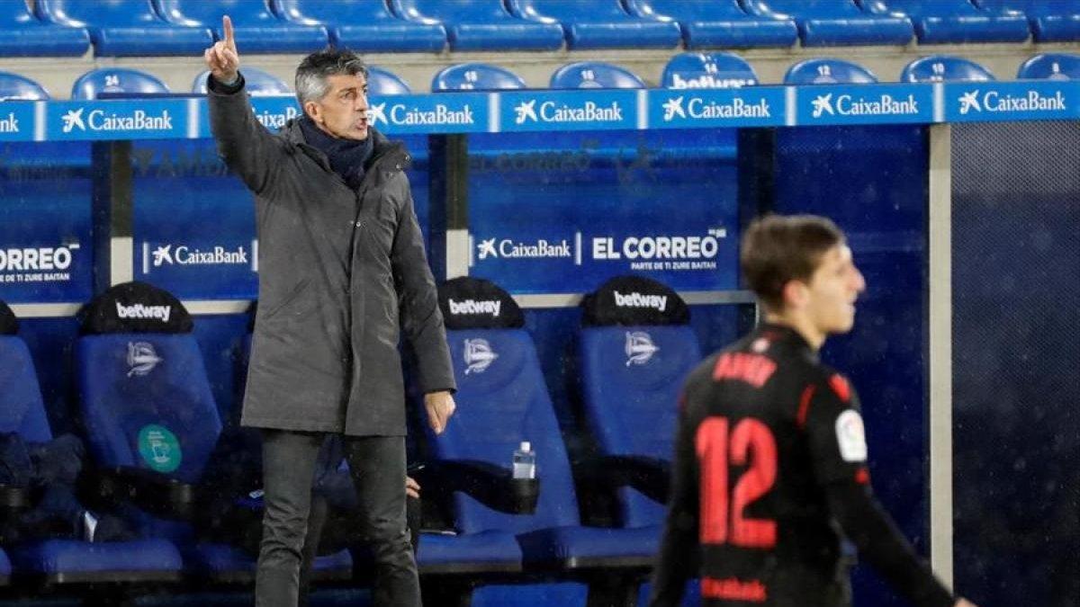 Тренер Реал Сосьєдада видав шоу на прес-конференції після виграшу Кубка Іспанії – футболка, шарф і несамовитий крик