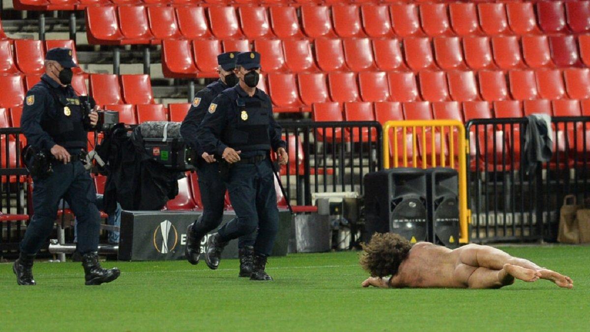 """Гранада – Манчестер Юнайтед: стрікер 14 годин переховувався на стадіоні заради голого """"перформансу"""""""