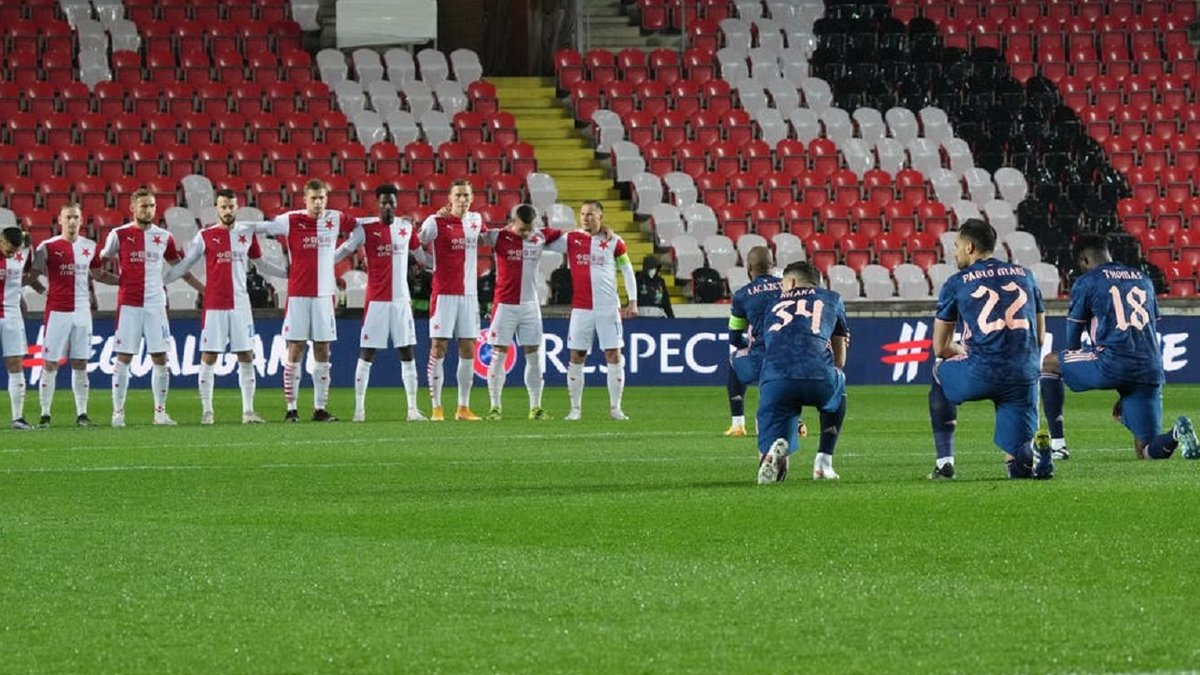 Ляказетт демонстративно встал на колено перед игроками Славии – форвард Арсенала отомстил чехам дублем