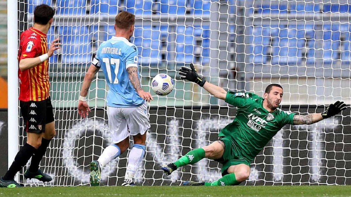 Рома в меньшинстве уступила Торино и ухудшила шансы на топ-4, Лацио перестрелял Беневенто в дуэли братьев Индзаги