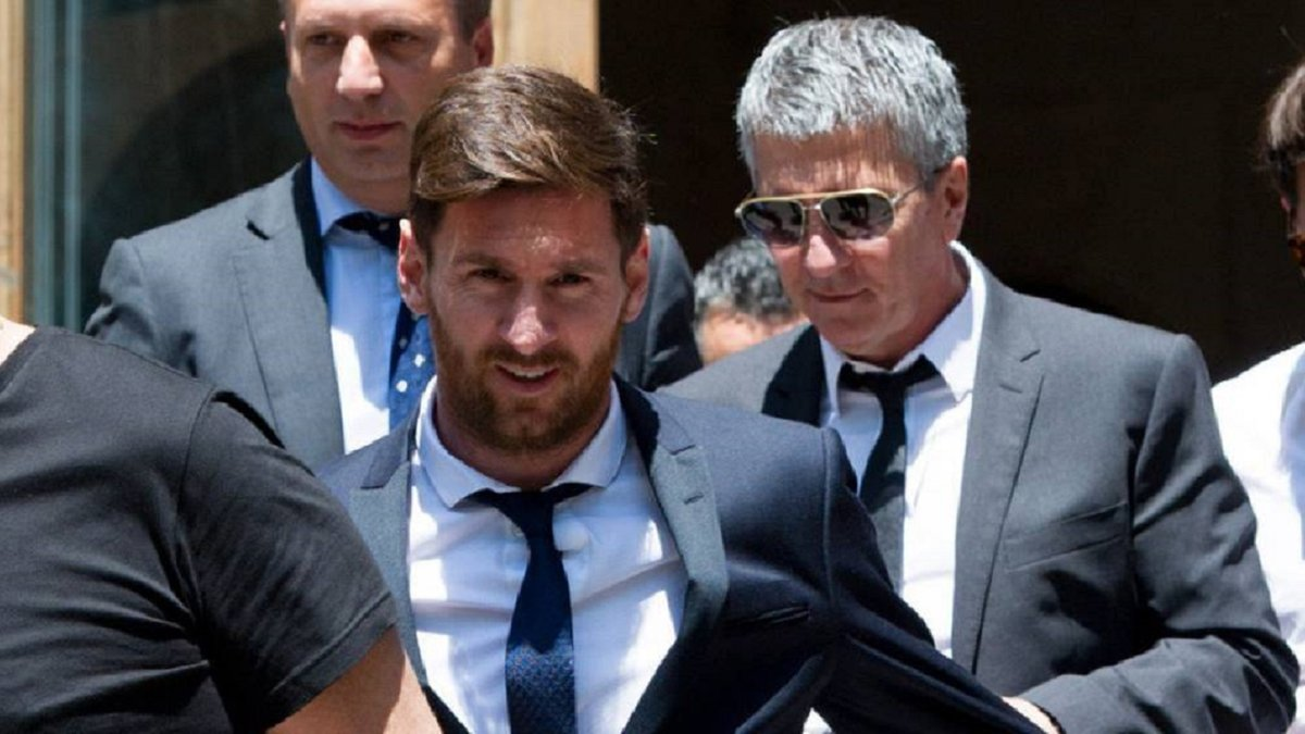 Месси попросил отца не начинать диалог с Барселоной до конца сезона