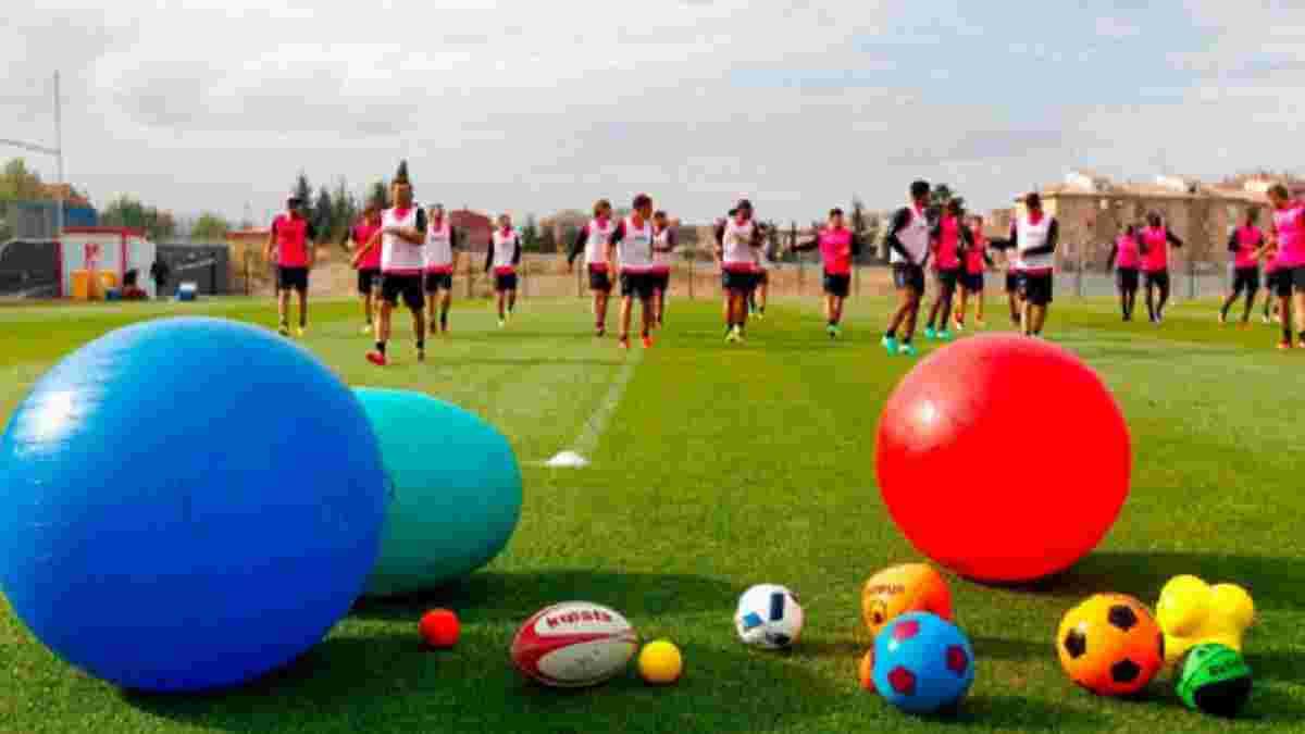 """Как """"Гранада"""" и Кравец провели тренировку с необычными мячами – появилось видео"""
