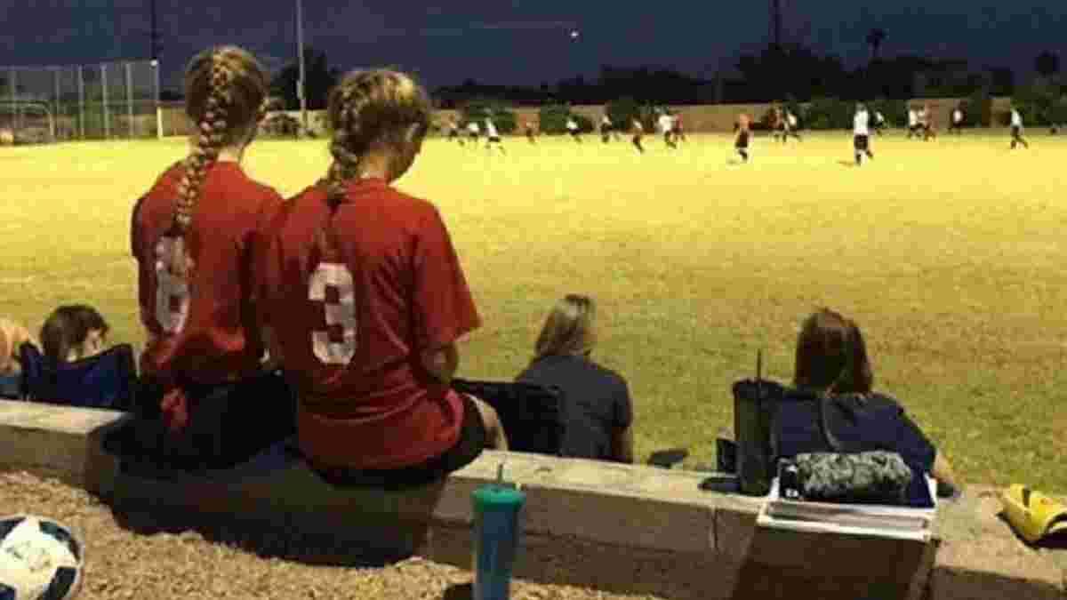 В США школьная команда отказалась выходить на поле, потому что у соперника в составе было две девушки