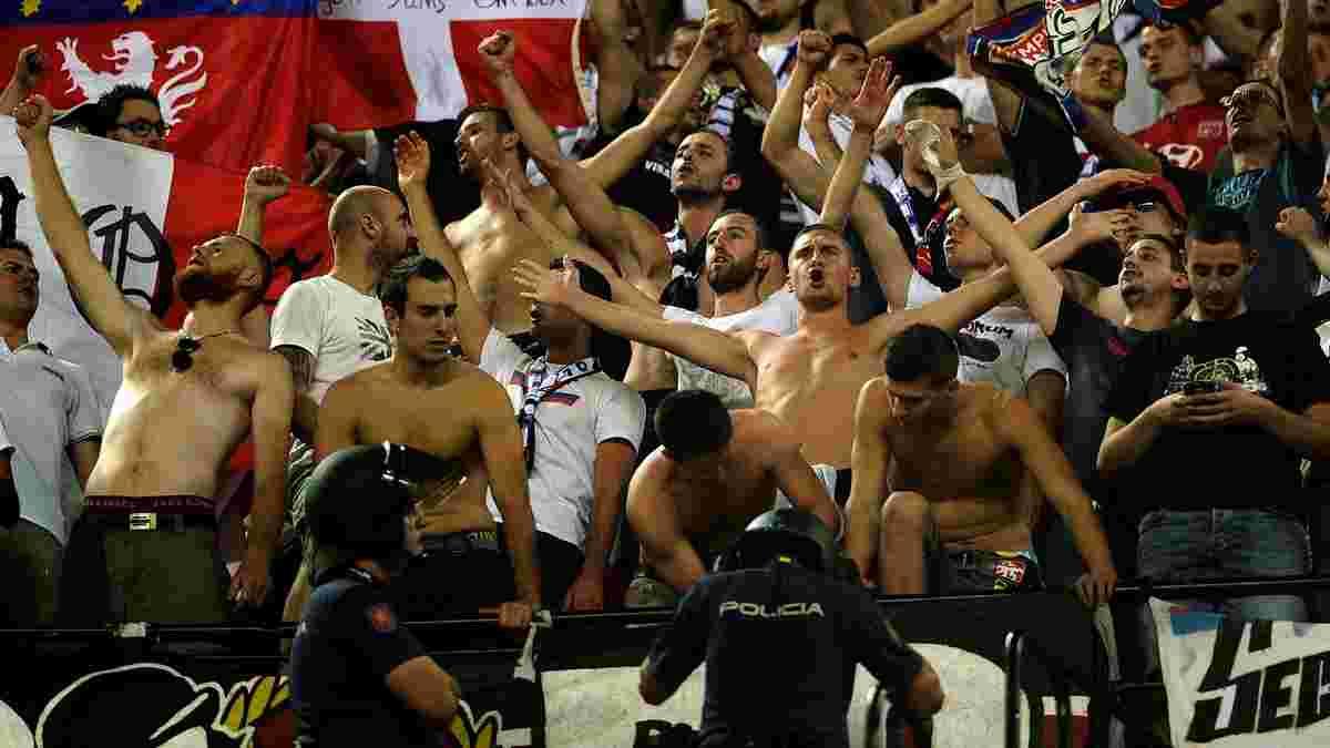 """Фанаты """"Лиона"""" жестоко подрались с испанской полицией – появилось видео"""