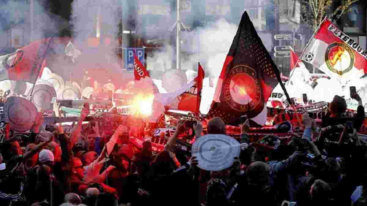 Фанати Фейєнорда епічно святкують чемпіонство команди на вулицях Роттердама
