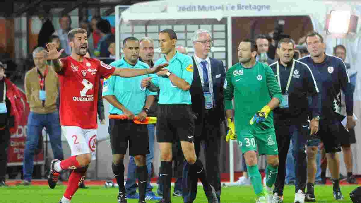 Голкіпер Нансі Журден спровокував серйозну сутичку між футболістами і ультрас, вдаривши по фанатах