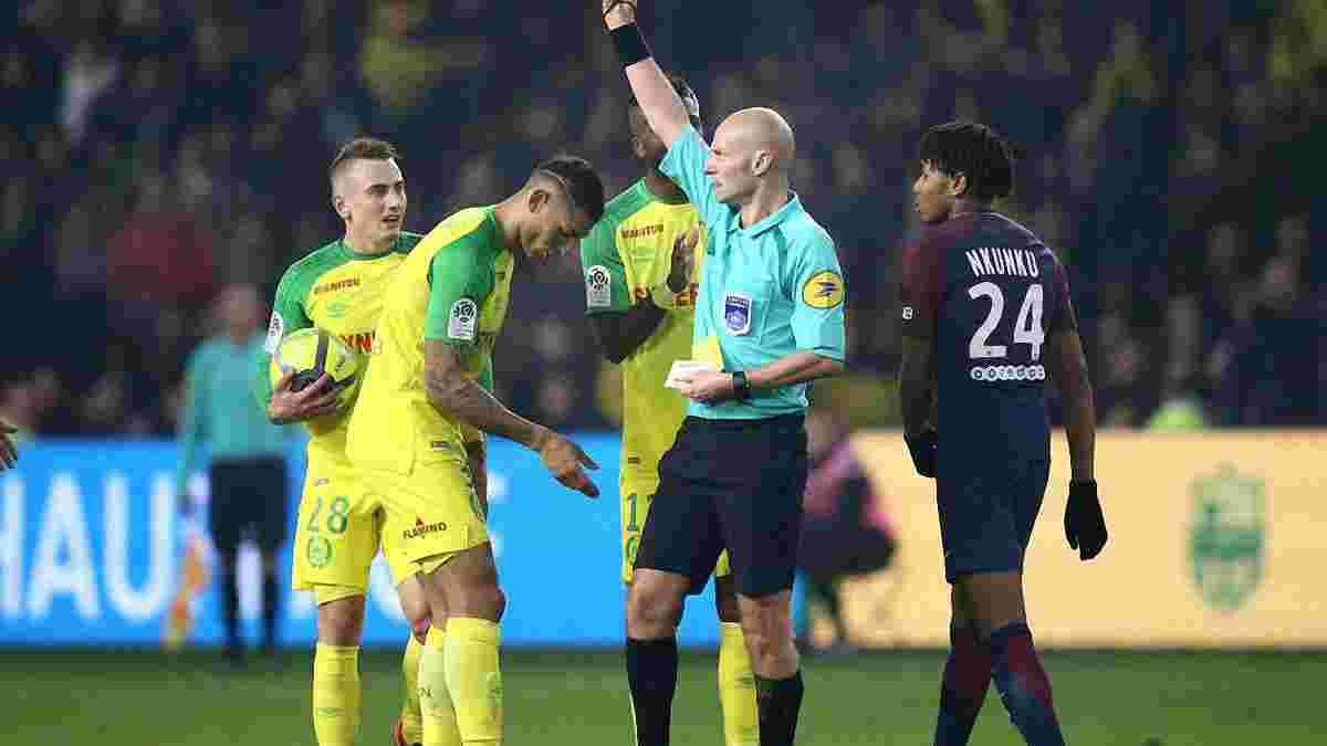 Арбітр матчу Нант – ПСЖ вдарив гравця ногою, після чого вилучив його з поля