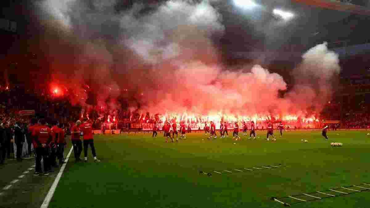 Тренування Галатасарая перед дербі з Бешикташем відвідали 45 тисяч фанатів – вони влаштували справжнісіньке пекло