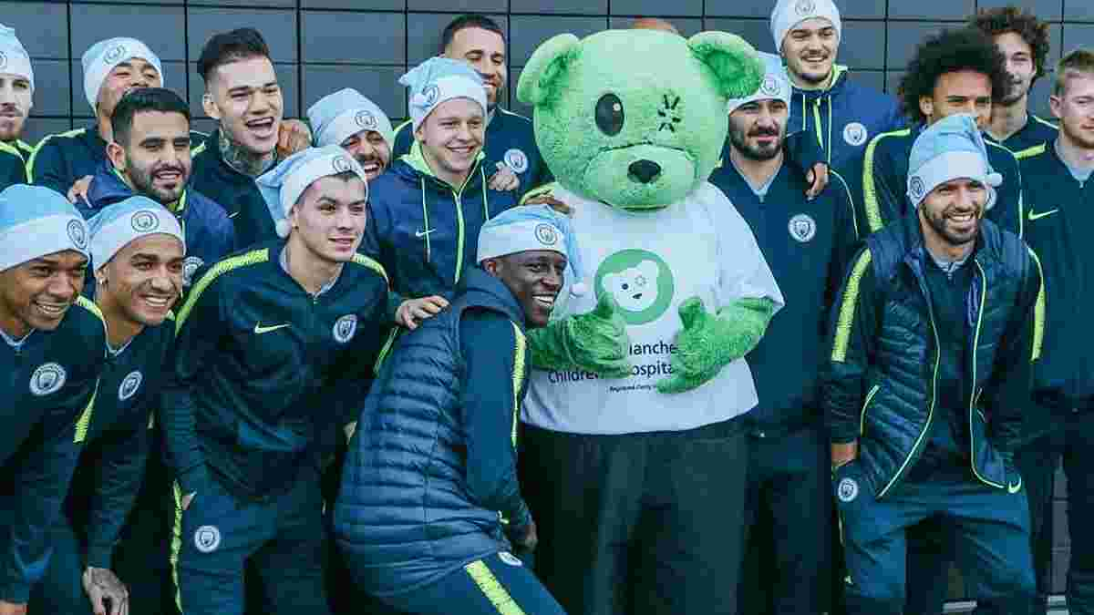 Зинченко с другими игроками Манчестер Сити посетил больных детей – трогательное видео