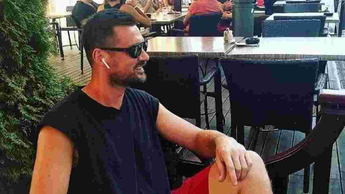"""Милевский оторвался в одном из клубов Абу-Даби с эффектной девушкой и """"пивной"""" елочкой, – видео дня"""
