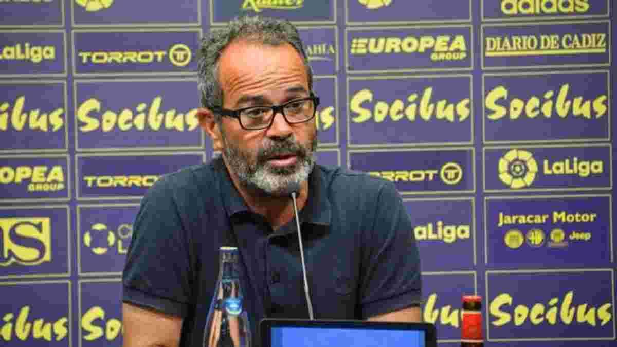 Тренер Кадиса жестко наказан за критику судей – команда будет играть против Барселоны без него