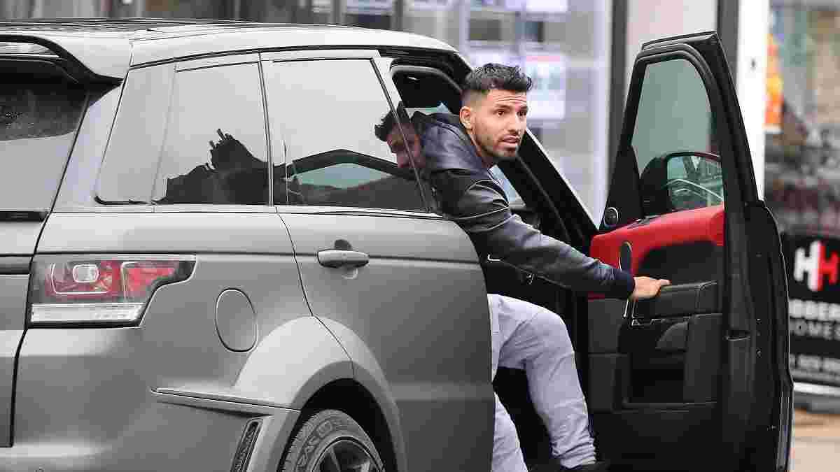 Ушел красиво: Агуэро на прощание раздал персоналу Манчестер Сити дорогие часы и разыграл свой Range Rover
