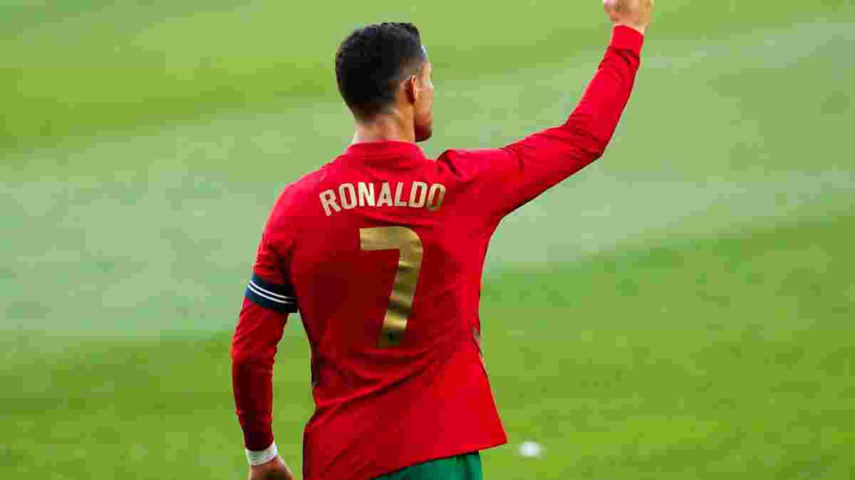 """Роналду опозорился """"худшим штрафным в своей карьере"""" – португалец запустил мяч на трибуны"""