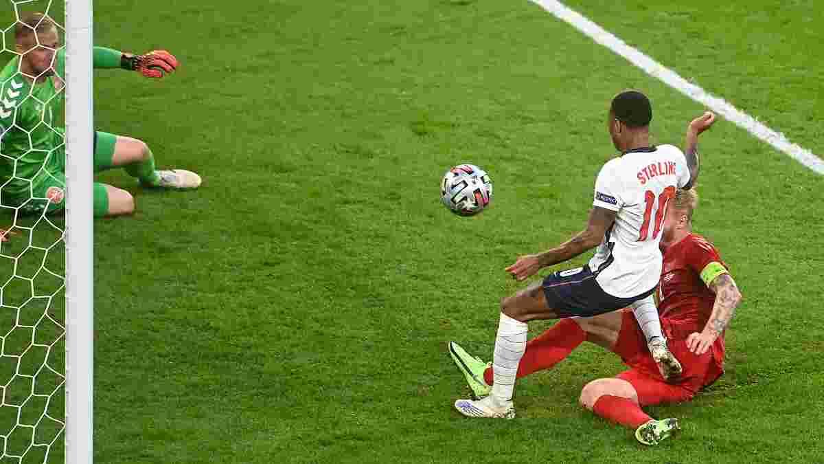 Стерлинг прокомментировал свое скандальное падение в матче с Данией