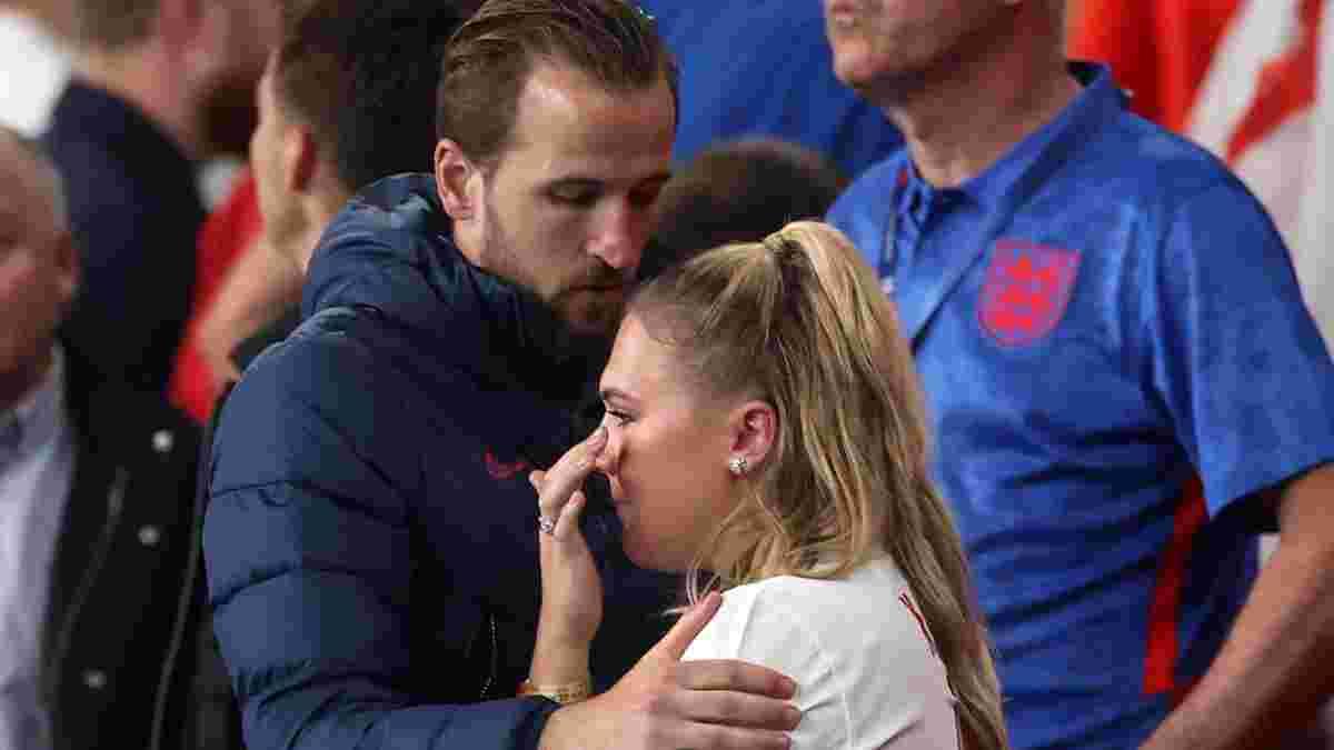 Кейн утешал свою жену после поражения Англии в финале Евро-2020 – трогательные фото