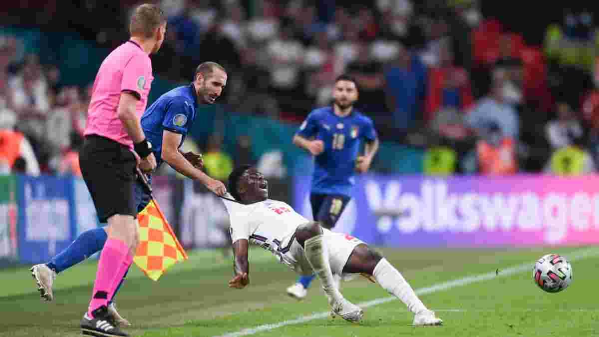 Євро-2020: фанат зробив оригінальне тату за мотивами фолу К'єлліні проти Саки у фіналі