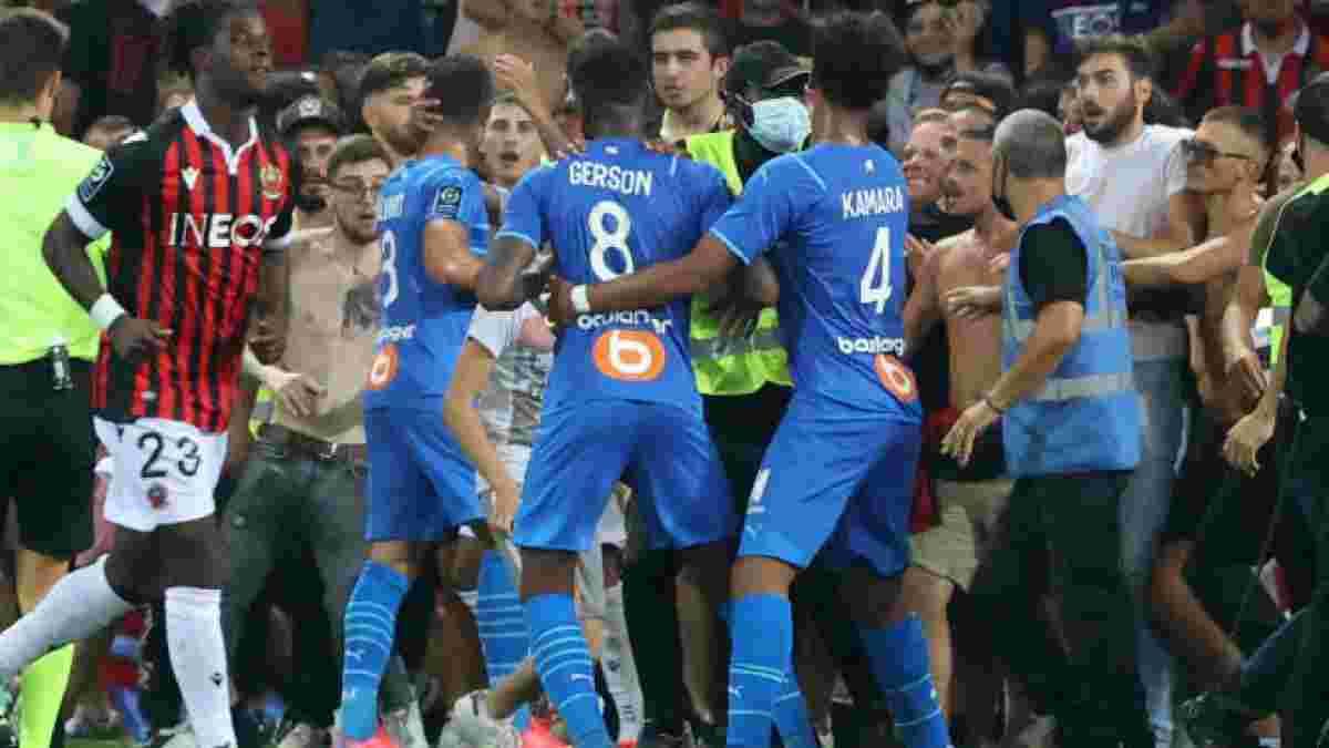 Фанаты Ниццы прорвались на поле и избили игроков Марселя – видео инцидента